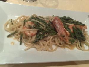 Fuori menù di stagione, Spaghetti di casa con asparagi selvatici e gamberi
