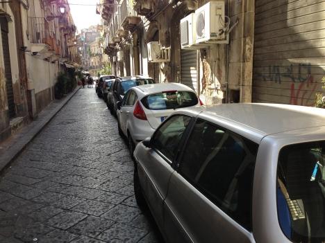 """Catania e suoi paradossi, Via Santa Filomena, da polo enogastronomico d'eccellenza a """"CRITICITA"""" cittadina$"""